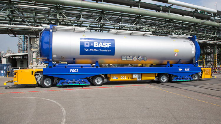 AGV with tank container (Photo: BASF)