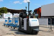 Automatically shunting electric hauler with several trailers